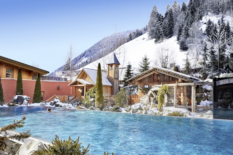 Winter Magic: Hotel Quelle outdoor pool, water mill and chapel